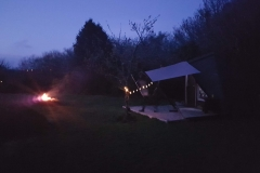 Sleepy Hollows - Sleepy Hut - Side - Night