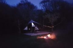 Sleepy Hollows - Sleepy Hut - Front - Night